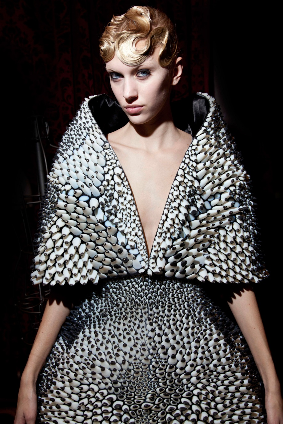 Formakers voltage iris van herpen neri oxman julia for Haute couture materials