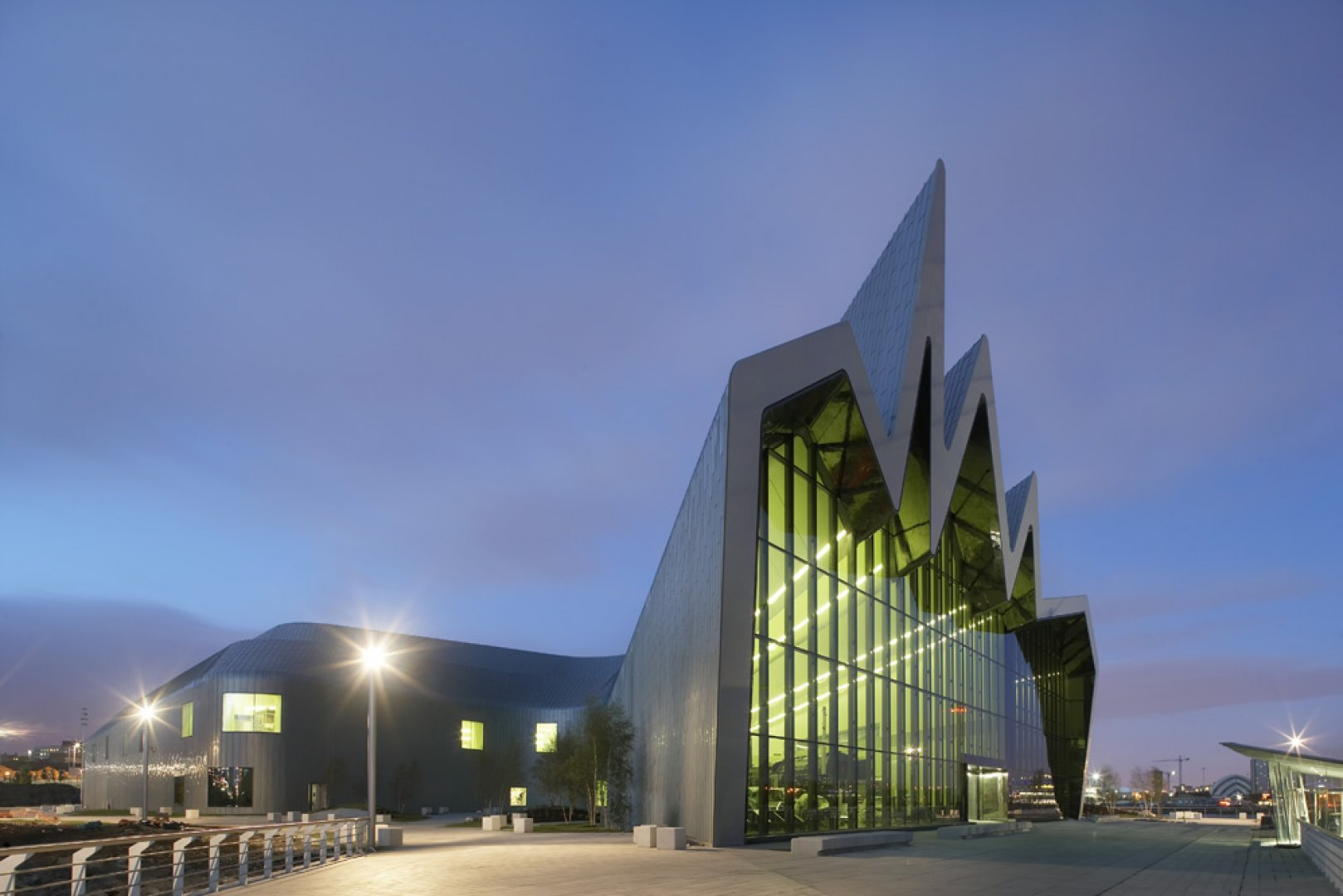 Formakers riverside museum of transport zaha hadid for Architecture zaha hadid